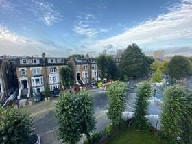(تصاویر) آب گرفتگی در محله ای در لندن پس از شکستن لوله آب