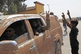 (تصاویر) ورود نیروهای موسوم به ارتش ملی سوریه که توسط ترکیه حمایت می شوند به خاک سوریه از مرز ترکیه در پی حمله ترکیه به مناطق کرد نشین