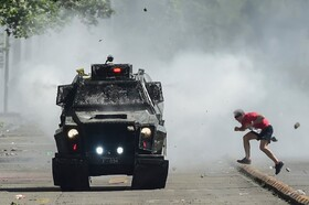 (تصاویر) صحنه ای از تظاهرات ضد دولتی در سانتیاگو شیلی