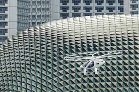 (تصاویر) نمونه اولیه تاکسی هوایی موسوم به وولوکوپتر در سنگاپور هنگام پرواز آزمایشی