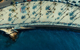 (تصاویر) زنجیره انسانی در ساحل لبنان توسط تظاهرکنندگان مخالف در این کشور
