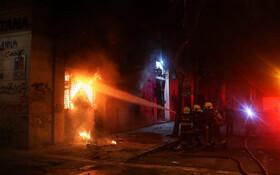 (تصاویر) آتش سوزی ناشی از تظاهرات در سانتیاگو در شیلی