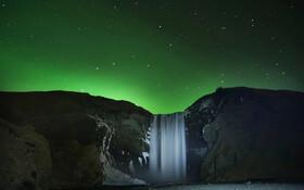 (تصاویر) شفق قطبی در آبشار اسکوگافوس در ایسلند