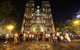 (تصاویر) یادبود  39 نفر کشت شده ویتنامی در کامیون حامل مهاجران غیرقانونی در انگلیس در هانوی ویتنام