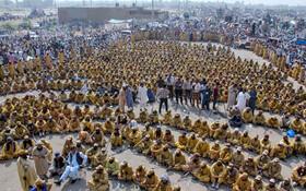 (تصاویر) تظاهرکنندگان شرکت کننده در راهپیمایی به درخواست حزب جمعیت علمای اسلام به سوی اسلام آباد از مولتان در پاکستان