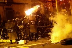 (تصاویر) درگیری میان نیروهای ضد شورش و تظاهرکنندگان علیه مورالس در بولیوی پیش از استعفای وی