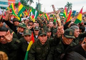(تصاویر) شادی پلیس بولیوی از استعافای ایومورالس از ریاست جمهوری