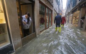 (تصاویر) سیل و آب گرفتگی در معابر ونیز در ایتالیا