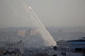 (تصاویر) پرتاب موشک از نوار غزه به سوی مناطق اشغالی فلسطین