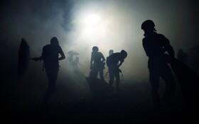(تصاویر) درگیری میان پلیس و نیروهای ضد شورش در دانشگاه چینی در هنگ کنگ
