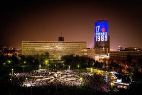 (تصاویر) تظاهرات اعتراضی در براتیسلاوای اسلواکی و یادبود سی و مین سالگرد انقلاب مخملی در این کشور که به پایان حکومت کمونیستی منجر شد