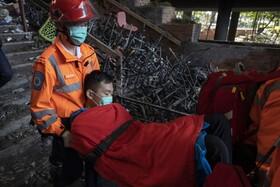 (تصاویر) کمک نیروهای امدادی به تظاهرکنندگان در هنگ کنگ