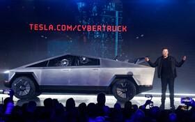 (تصاویر) ایلون ماسک مدیر عامل شرکت تسلا در مراسم معرفی خودرو جدید این شرکت که قرار است تولید انبوه شود