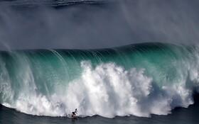 (تصاویر) موج سواری در ساحل نازارا در پرتغال