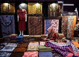 (تصاویر) فروشنده پارچه های سنتی در جاوا در اندونزی