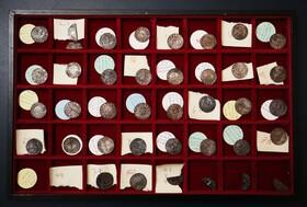 (تصاویر) حراج سکه های قدیمی انگلیسی در اروپا به ارزش سی تا پنجاه هزار پوند در انگلیس