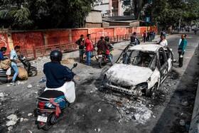 (تصاویر) آثار برجا مانده از تظاهرات علیه اعطای شهروندی دولت هند به مهاجران غیر مسلمان