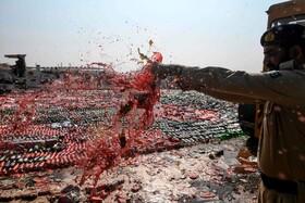 (تصاویر) از بین بردن مشروبات الکلی قاچاق درکراچی پاکستان