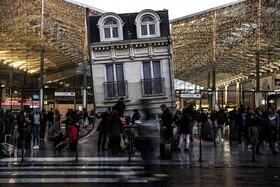 (تصاویر) ایستگاه قطار شهری در پاریس و تزئینات سال نو میلادی