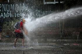(تصاویر) تظاهرکننده ای در سانتیاگو شیلی