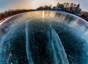 (تصاویر) دریاچه یخزده در یچون در چین برای اسکیت سواران