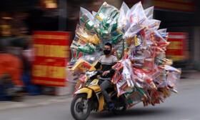 (تصاویر) بار بری با موتور در ویتنام