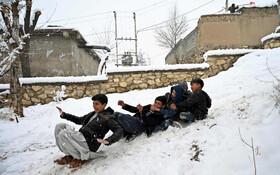 (تصاویر) برف بازی کودکان در کابل افغانستان