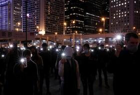 (تصاویر) تظاهرات مخالفان دولت چین در هنگ کنگ با چراغ های روشن موبایل