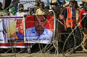 (تصاویر) تظاهرات مقابل دادگاه سه مامور امنیتی به اتهام قتل یک معلم در سودان