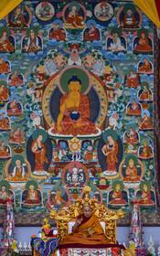 (تصاویر) دالای لاما رهبر مذهبی بودائیان تبت در مراسم مذهبی در حال سخنرانی