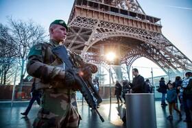 (تصاویر) نیروهای امنتیتی فرانسه در کنار برج ایفل در پاریس