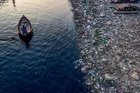 (تصاویر) رودخانه باریگانگا در داکای بنگلادش که از زباله لبریز است