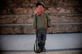 (تصاویر) کودکی در مکزیک که برای تشویق به دوری از مواد توسط پلیس آموزش داده می شود