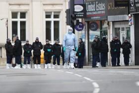 (تصاویر) پلیس انگلیس در حال بررسی شواهد درمورد سودش امان جوان بیست ساله ای که با چاقو به افراد در خیابانی در انگلیس حمله کرده و با شلیک پلیس کشته شد