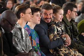 (تصاویر) دیوید بکام بازیکن مشهور فوتبال انگلیس همراه فرزندانش در مراسم نمایش لباس همسرش در لندن