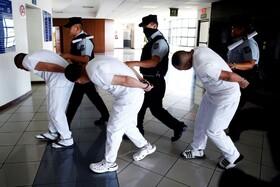 (تصاویر) انتقال سه پلیس فاسد در السالوادور به دادگاه