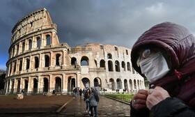 (تصاویر) کاهش جهانگرد در ایتالیا پس از شیوع ویروس کرونا و مردی با ماسک در نزدیکی کلزیوم از بناهای قدیمی رم در ایتالیا