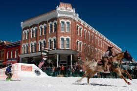 (تصاویر) مسابقات اسکی با اسب در کلرادو آمریکا