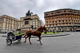 (تصاویر) خیابان های خلوت در ناپل ایتالیا و ارابه رانی با ماسک
