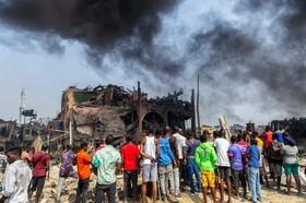 (تصاویر) محل انفجار گاز در لاگوس نیجریه که تا پانزده نفر کشته برجا گذاشت و خرابی و زخمی زیادی ایجاد کرد