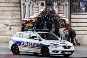 (تصاویر) بازار میوه در پاریس فرانسه که پلیس بر آن نظارت می کند