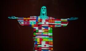 (تصاویر) نمایش پرچم های کشورهای مختلف بر بدنه مجسمه مسیح در ریودوژانیرو