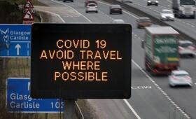 (تصاویر) پیامی در معرض دید رانندگان خودرو در انگلیس برای پرهیز از سفر به دلیل شیوع کرنا