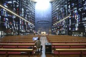 (تصاویر) کلیسایی در آلمان از طریق یوتیوب برای افراد مذهبی مراسم پخش می کند