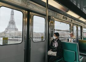 (تصاویر) نمایی از یک واگن مترو در پاریس و صندلی های خالی