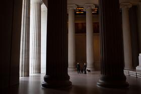 (تصاویر) واشنگتن و مرکزی موسوم به یادبود لینکلن که از مراکز با بازدید روزانه جهانگردان بوده و امروز خالی از جمعیت است
