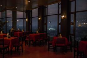 (تصاویر) نمایی از رستورانی در یانگون اندونزی که توریست های زیادی را به دلیل دید عالی به شهر جلب می کرد