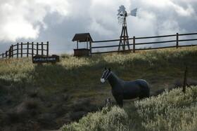 (تصاویر) مجسمه اسبی در کالیفرنیا با ماسک