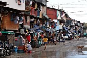 (تصاویر) محله ای در فلیپین که مردم بیشتر در خیابان هستند تا در خانه های با مساحت محدود