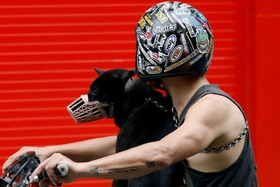 (تصاویر) موتورسواری با سگش در هانوی ویتنام